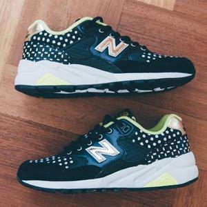 New Balance新百伦 MRT580 女款波点复古跑鞋