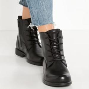 ECCO爱步 女士触感25系带平底靴 黑色