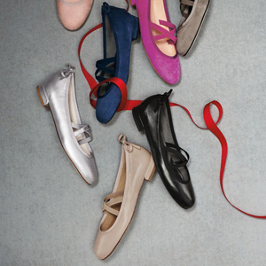 Stuart Weitzman女士Bolshoi Napa软羊皮芭蕾平底鞋 黑色