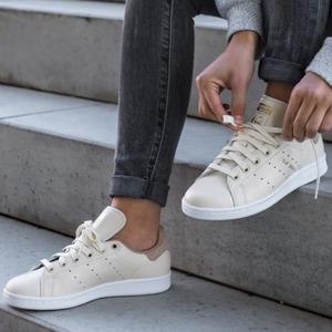 Adidas Stan Smith奶白色翻绒尾女士休闲鞋