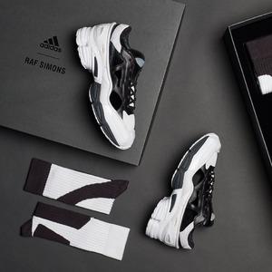 Adidas x Raf Simons 全新镂空版球鞋£429