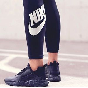 Nike中国官网现有精选折扣区商品低至5折促销