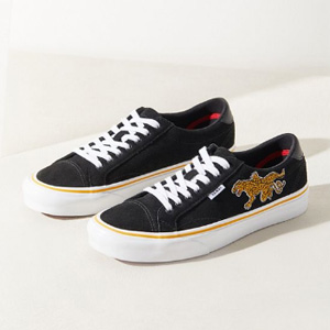 Vans UO Exclusive Tattoo Court虎蛇平底鞋