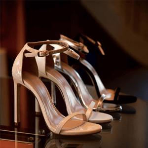 升级!Stuart Weitzman官网私密特卖会精选鞋款6折+额外85折促销