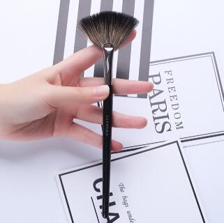 SEPHORA COLLECTION丝芙兰65号貉子毛扇形专业高光刷