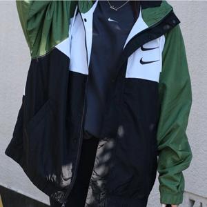 Nike耐克2020春季双勾绿冲锋衣