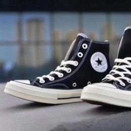运动帆布鞋