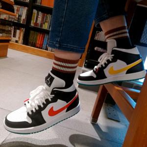 AIR Jordan AJ 1 Mid 鸳鸯红黄彩钩篮球鞋 女鞋