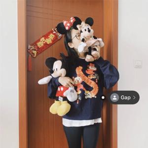 Gap x Disney迪士尼系列米奇 米妮圆领卫衣新年款上衣