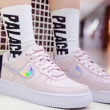 新款!Nike Air Force 1 女士运动板鞋