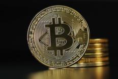 Bitcoin 比特币价格首次突破 6 万美元