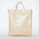 Acne Studios即将推出米色闪亮手提袋及油布手提袋